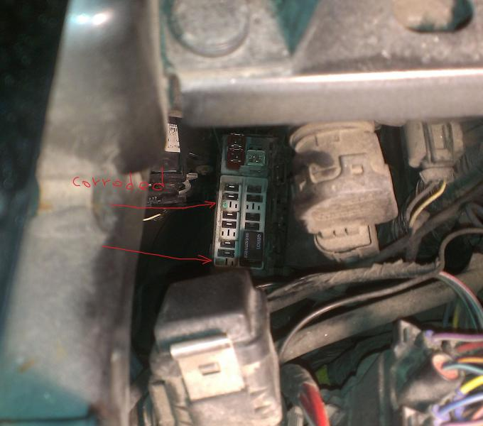 relay box, corroded wires | Jeep Patriot Forums on jeep patriot iod fuses, toyota camry fuse box list, dodge magnum fuse box list, jeep compass fuse box location,